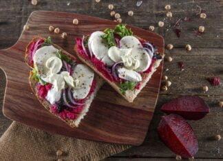 Tosta de humus de beterraba com mozarela CHPF 2 Large