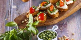 Bruschetas de mozarela e tomate com pesto de manjericão -@Teleculinaria