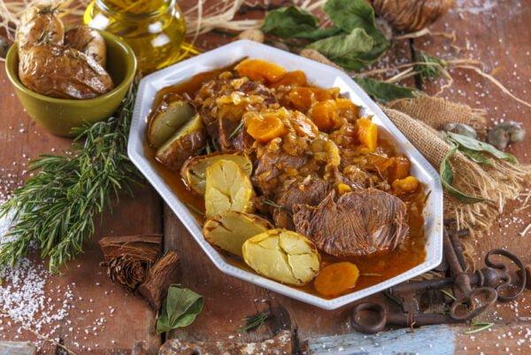 Carne estufada com cenouras - @TeleCulinária