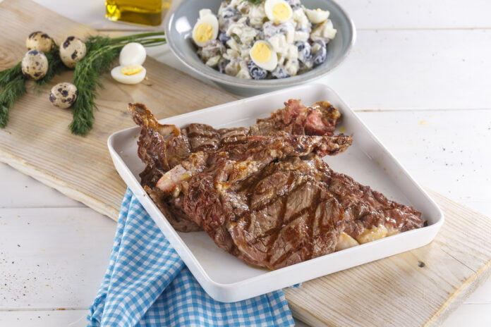 Costeletas de vitelão com salada de batata - @TeleCulinária