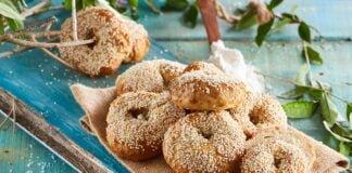 Bagels com sementes de sésamo