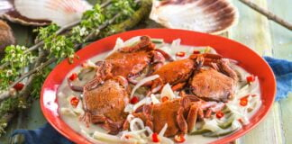 Caranguejos com molho de coco