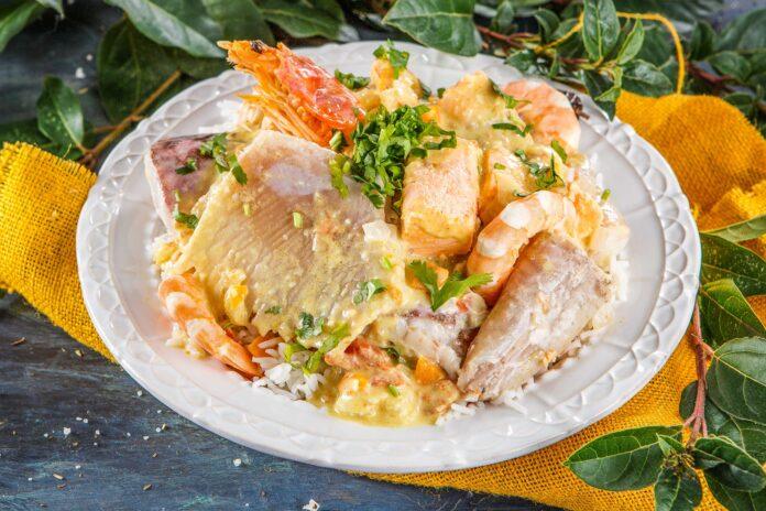 Caril de peixe com camarão