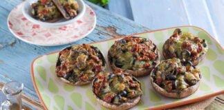 Cogumelos recheados com tomate seco e azeitonas