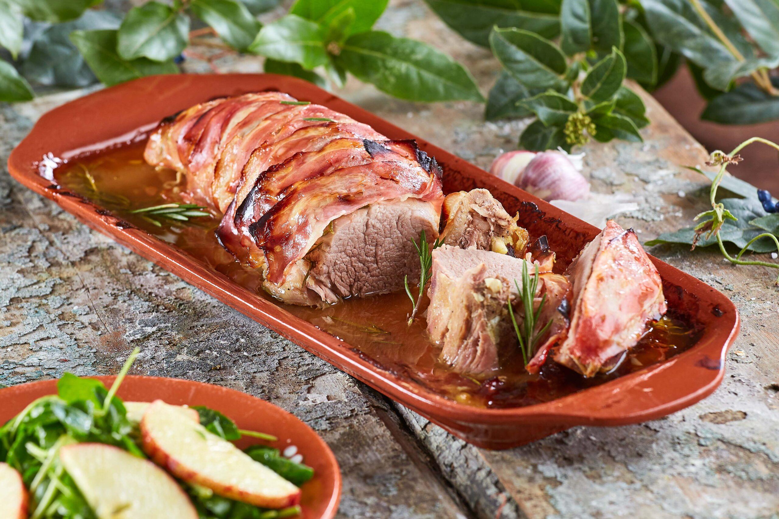 Lombinho de porco enrolado em bacon