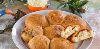 Pãezinhos d'alho recheados com queijo
