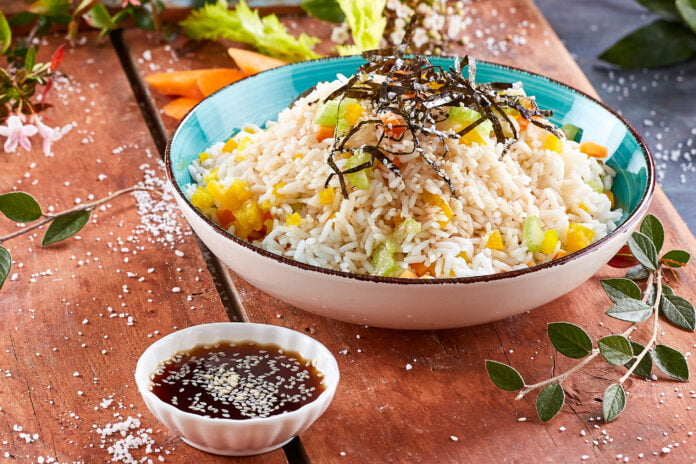 Salada de arroz asiática