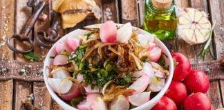 Salada de rabanetes com couve