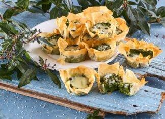 Tarteletes de esparregado e queijo azul